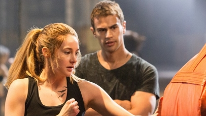 Review Divergent 2014 Empty Screens